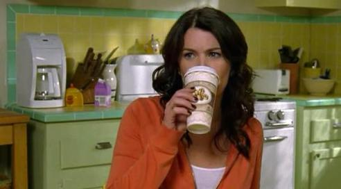 lorelai-with-coffee_hellogigglesandwarnerbros